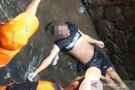 Seorang warga penderita ayan tewas terpeleset saat hujan lebat