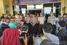 Mahasiswa dan seniman Bengkulu tolak keputusan hakim pada sidang PLTU