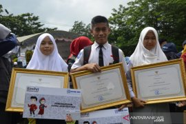 Mensos dukung anak-anak keluarga penerima PKH untuk cetak prestasi