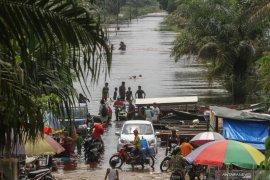 Banjir lumpuhkan arus lalu lintas Medan-Padang