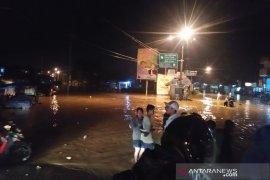 BPBD siagakan perahu karet di lokasi banjir Kabupaten Bandung untuk evakuasi