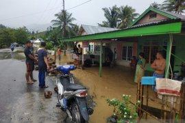 Evakuasi korban banjir, Pemkab Gorontalo Utara kerahkan personel