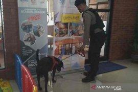 Maksimalkan pengamanan, KAI terjunkan dua anjing pelacak jaga Stasiun Cirebon