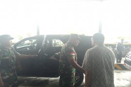 Dua prajurit TNI Yang gugur diterbangkan ke Medan dan Jakarta