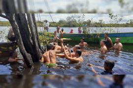 Speedboat angkut satu keluarga kecelakaan di Danau Sentarum