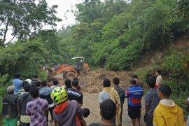 Lima kecamatan di Kabupaten Agam diterjang banjir dan longsor