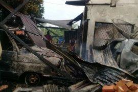 Rumah dan dua unit mobil ludes terbakar di Perdagangan Simalungun