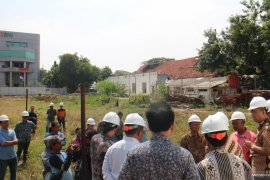 Majelis hakim cocokkan gambar konstruksi di lokasi jalan ambles Gubeng