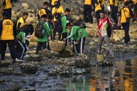 Kerja bakti massal di Pantura Surabaya kumpulkan 9,5 ton sampah