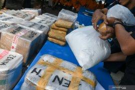 Polisi tangkap basah pengedar ekstasi saat transaksi