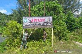 Rawan buaya, Kodim Aceh Jaya pasang spanduk peringatan
