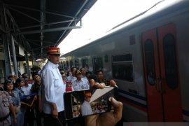 Menhub sebut dibukanya tol Japek pengaruhi jumlah penumpang kereta api
