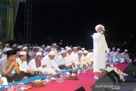 Ribuan warga HST hadiri tausiyah Guru Udin