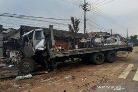 Sebabkan kecelakaan beruntun sopir trailer di Pasuruan  diamankan polisi