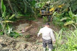 Tanggul Sei Padang di Kecamatan Bandar Khalifah pecah
