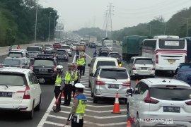 63 ribu lebih kendaraan lintasi gerbang tol Cikampek Utama