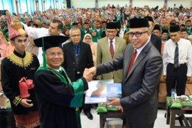 Gubernur Aceh serahkan buku smong dan gempa Pijay