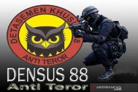Dua terduga teroris di Tanah Datar masih diperiksa Densus 88