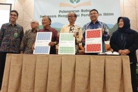 """Buku trilogi """"Indonesia Menghadapi Perubahan Iklim"""" dari KLHK"""