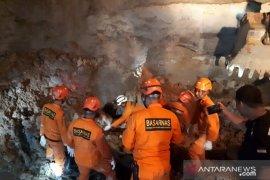Dua penambang emas meninggal dalam lubang tambang