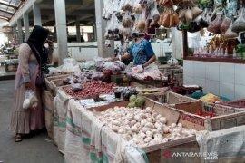 Harga daging ayam-bawang merah Penajam merangkak naik