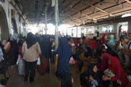 Jelang natal, penumpang stasiun Rangkasbitung  meningkat