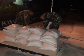 TNI amankan 600 kg gula ilegal yang akan diselundupkan ke wilayah Indonesia