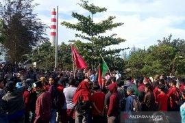 "Mahasiswa ""segel"" PLTU batu bara Bengkulu"