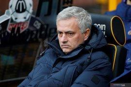 Mourinho akui bersalah usai gelar sesi latihan di tempat umum