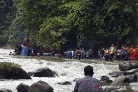 Bus diduga tabrak beton sebelum terjun ke sungai, 24 orang meninggal dunia