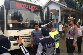 Jamin keselamatan penumpang, Polisi periksa bus dan sopir angkutan umum