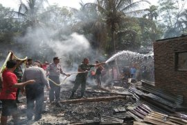 Polisi Bahorok dan Muspika dirikan tenda darurat untuk korban kebakaran