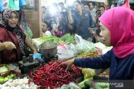 Khofifah: Kenaikan harga sejumlah bahan pokok dalam batas wajar