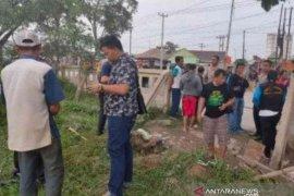 Tragis, mayat bayi laki-laki ditemukan di pinggiran Kalimalang Bekasi