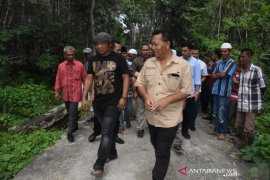 Bupati Madina tinjau Stadion Sarak Matua dan jembatan rusak di Mompang Julu