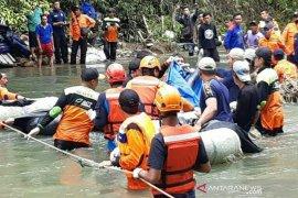 Relawan ACT bantu evakuasi korban kecelakaan maut Bus Sriwijaya
