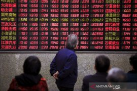 Saham China berakhir jatuh, tertekan data lemah dan kebangkitan virus