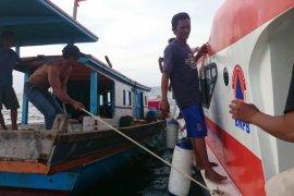 BPBD Kayong Utara evakuasi 11 warga Sukadana yang terjebak di laut