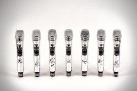 BTS akan lelang mikrofon yang dipakai untuk konser