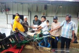 Kelompok Tani Martondi terima bantuan traktor tangan dari PLTA Batang Toru