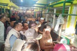 Satgas Pangan temui daging beku dijual tergantung di Angso Duo