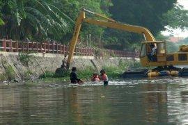 Kurangi genangan air, Pemkot Surabaya optimalkan pengerukan sungai dan saluran air