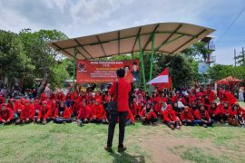 Adi Sutarwijono ajak kaum perempuan bergabung di PDI Perjuangan Surabaya