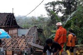 Angin kencang dominasi kejadian bencana di Magelang selama 2019