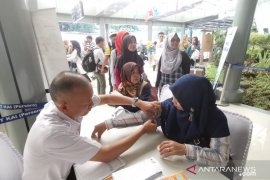 Di Stasiun Pasar Senen KAI beri layanan gratis periksa kesehatan