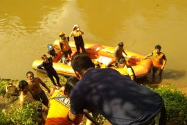 Bocah hanyut di Sungai Ciliwung ditemukan meninggal dunia