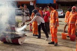 Karyawan PLN Pelayanan Sanggau belajar padamkan kebakaran