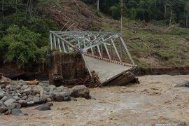 Jembatan penghubung Lahat-Muara Enim putus, Pemprov pasang jembatan darurat