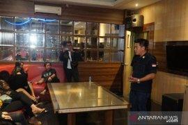 Petugas gabungan razia miras jelang tahun baru di Bogor