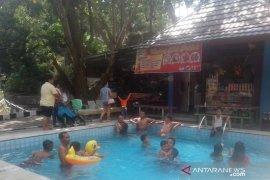 Pengunjung padati objek wisata Suban Air Panas